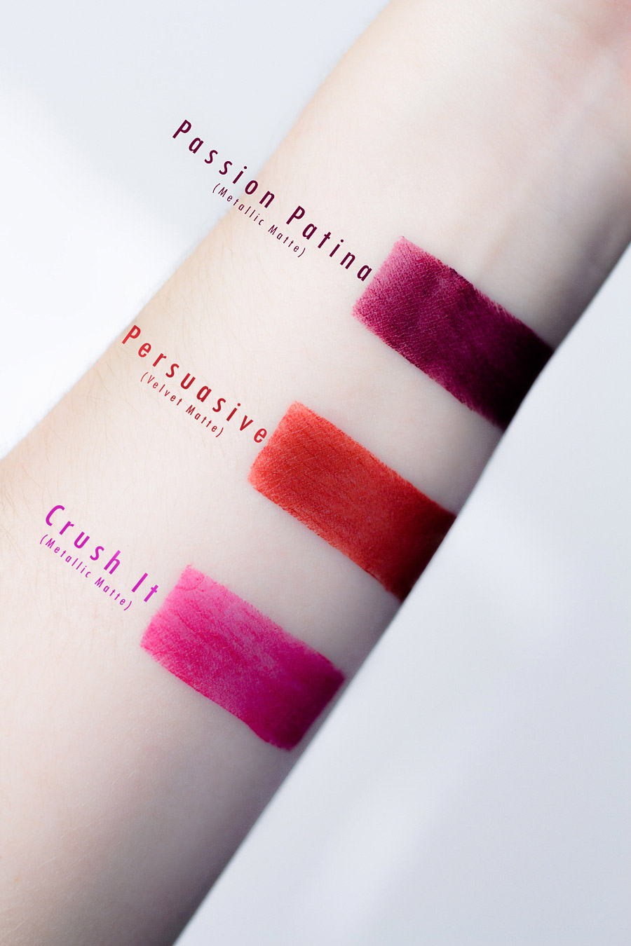 Review & Swatches: Estée Lauder - Pure Color Envy Sculpting Mattes - mehr auf www.little-emma.de
